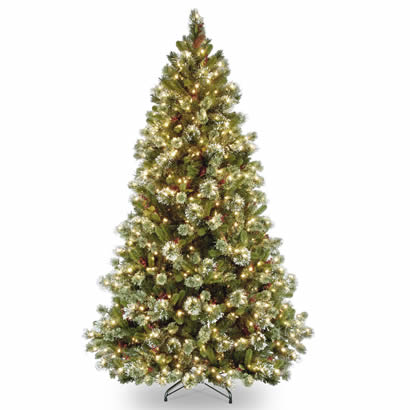 6 1/2 Ft. Wintry Pine Medium Christmas Tree with 550 Clear Lights